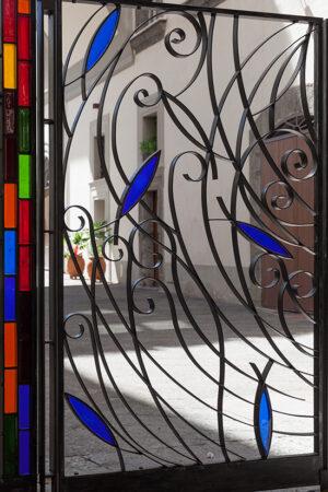 mimmo paladino palazzo firrao napoli cancello vetrate lino reduzzi studio reduzzi teatro pubblico campano teatro di cortile palazzo firrao