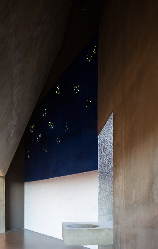 arredi liturgici dorature oro zecchino 24 kt. graffiti paolo belloni gianriccardo piccoli centro pastorale cavernago malpaga lino reduzzi studio reduzzi